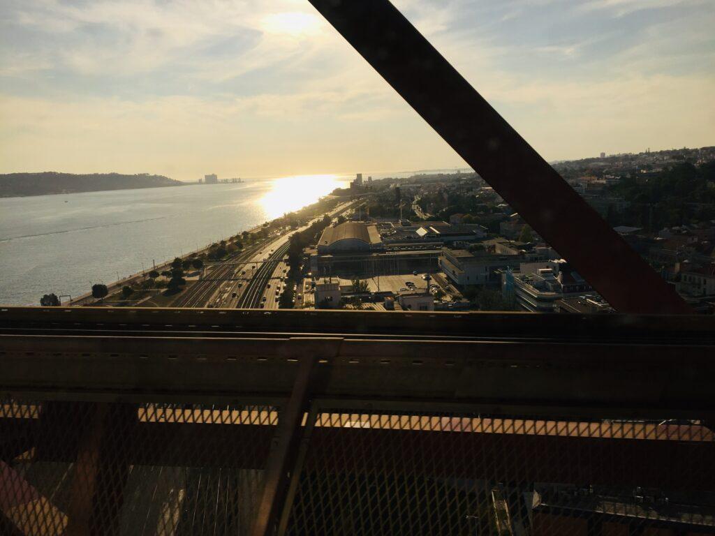 Von Lissabon an die Algarve mit dem Zug - Reisen in Portugal 4 Blick auf Belem Zugfahrt Portugal