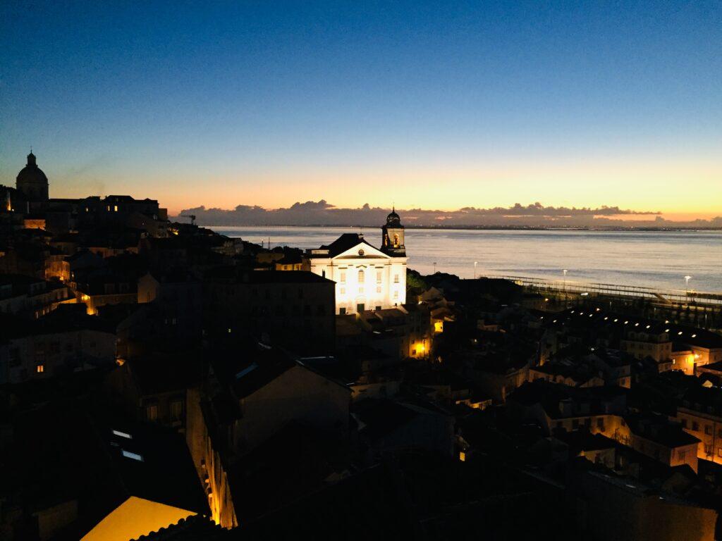Lissabon in Portugal - Wie es fast keiner kennt 1 Sonnenaufgang Alfama Lissabon